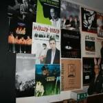 Plakate im Saal (52)