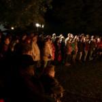 Wiener bittet um Beistand beim Bürgermeister, alle schauen zu (Photo: Schmieden)